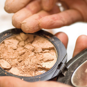 Crumbly cosmetic powder